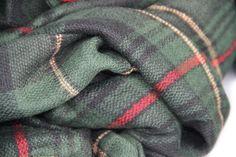 506e1bad753b Grand châle vert écossais doux en laine pour se blottir de chaleur. Maxi  Echarpe,