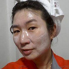 「ゼラチンパック」とは、ゼラチンの主原料であるコラーゲンの効果を生かして、若々しい肌を取り戻す手作り美肌パックのこと。とくに保湿作用と、毛穴の汚れを取る作用にすぐれています。今回は、ゼラチンパックの効果、作り方、やり方を詳しくご紹介します。
