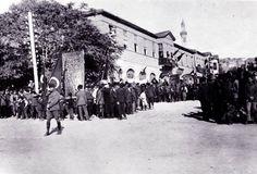 """Yavuz İŞCEN beyden alıntıdır Taşhan'ın adı, mülk sahibinin binayı kiraya vermesi ve her kiracının da hana farklı adlar vermesi sonucu zaman zaman değişmiştir. 1892 yılında """"Anadolu Hotel"""" ve """"İsmail Efendi Otel"""" olarak adlandırılmıştır. 1905 tarihli eski Ankara kartpostallarında """"Hotel Angora"""" şeklinde tabelasının olduğu görülmektedir. 1920'li yıllarda Enver Behnan Şapolyo'nun anılarında """"Meşrutiyet Otel"""" olarak geçmektedir"""