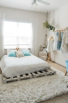 A collection of cozy bedroom decor and furniture ideas for ideas and inspiration. Whether you like your boho bedroom decor neutral or with bold bursts of color, there's inspo for everyone. Stylish Bedroom, Cozy Bedroom, Home Decor Bedroom, Modern Bedroom, Living Room Decor, Diy Home Decor, Bedroom Office, Bedroom Ideas, Bedroom Designs