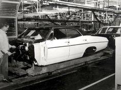 Retro Cars, Vintage Cars, Vintage Auto, Vintage Photos, Gm Car, Assembly Line, Motor Company, Chevrolet Impala, Car Photos