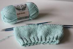 Hupsistarallaa: 1-vuotiaan helmineulepipo ja tuubihuivi ohjeineen Baby Knitting Patterns, Handicraft, Knitted Hats, Wool, Threading, Craft, Arts And Crafts, Knit Hats