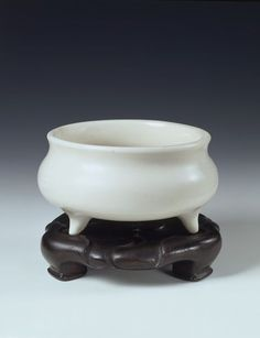 Incense burner Dehua, China  16th century to 17th century  [Stand] Carved wood  [Incense burner] Porcelain, glazed