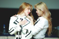 Sangam Fansign © Dreaming With You Dream About Me, You Are My Friend, Korean Girl Groups, The Dreamers, Dream Catcher, Adidas Jacket, Windbreaker, Kpop, Insomnia