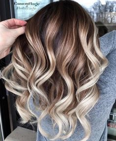 Amazing Balayage Hair Colors and Dark Roots in 2019 Fantastic balayage hair color shades with dark roots to show off nowadays. If you have long waves hair and wanna sport some kind of shades then we must say you to check out the best ever hair colors Caramel Brown Hair, Brown Ombre Hair, Brown Hair Balayage, Brown Hair With Highlights, Brown Blonde Hair, Hair Color Highlights, Ombre Hair Color, Hair Color Balayage, Brown Hair Colors