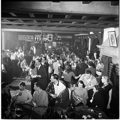 Columbia University students at a bar (photo by Stanley Kubrick)