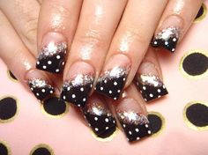 Valentines day nails designs of various nature are given in this article which is useful for you for choice of nail configuration on the valentine day.