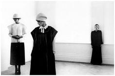 Jean Muir and Models by Deborah Turbeville 1975 Vogue 70s Fashion, Fashion History, World Of Fashion, Vintage Fashion, Grunge Fashion, Fashion Ideas, Jean Muir, Sarah Moon, Guy Bourdin