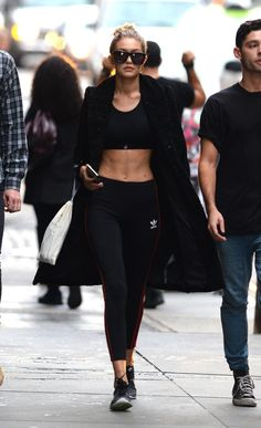 This is everything you need to know to rock the athleisure trend like your favorite street-style pros, including Gigi Hadid and Kendall Jenner. Athleisure Trend, Fashion Weeks, Style Gigi Hadid, Gigi Hadid Abs, Gigi Hadid Boxing, Moda Academia, Estilo Fitness, Look Fashion, Womens Fashion