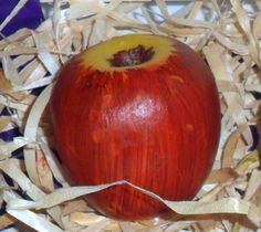 Sabonete Hidratante Artesanal Maçã Vermelha  Produzida com matéria prima hipoalergênica  http://luciamotta.loja2.com.br/4238292-Sabonete-Artesanal-Maca-Vermelha-com-20-de-desconto
