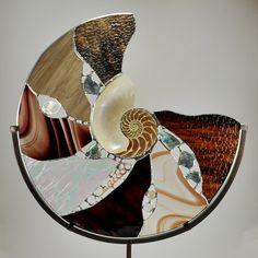 "[4984] 18"" nature's glory brown stain glass nautilus"