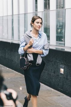 Alexa Chung London Fashion Week for Spring/Summer 2016 - Street Style Daily Alexa Chung, Alexa Chung Style, London Fashion Weeks, Christopher Kane, Trendy Fashion, Fashion Outfits, Womens Fashion, Net Fashion, Fashion Black