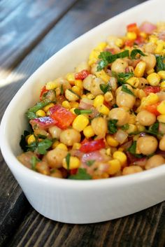 Indian Chickpea and Corn Salad - Not Quite a Vegan Going to try this and see if it's like the salad we had in Wild Grass Lodge…delicious! Soup Recipes, Vegetarian Recipes, Cooking Recipes, Healthy Recipes, Cooking Beef, Indian Salads, Indian Dishes, Chickpea Salad Recipes, Gastronomia