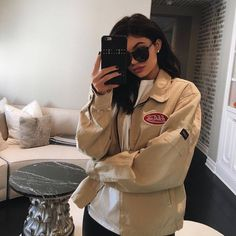 ♡ ♡ ⠀⠀⠀⠀⠀⠀⠀⠀⠀⠀⠀⠀⠀⠀⠀⠀⠀outfits + outfit + apparel + clothes + denim jacket + pants + jeans + jacket + fashion + top + shirt + Gucci + champion + floral + embroidered + off the shoulder + cropped+ Kylie jenner Kylie Jenner Outfits, Trajes Kylie Jenner, Looks Kylie Jenner, Kylie Jenner Nails, Kyle Jenner, Kendall And Kylie Jenner, Kardashian Jenner, Cute Outfits, Casual Outfits