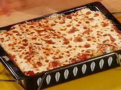 Tomato, Basil and Cheese Baked Pasta from Rachel Ray (Food Network site) Look And Cook, Musaka, Baked Pasta Recipes, Parmesan Recipes, Vegan Recipes, Stuffed Pasta Shells, Pasta Bake, Casserole Dishes, Pasta Casserole