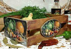 Купить или заказать ящичек для овощей 'Урожай' в интернет-магазине на Ярмарке Мастеров. Винтажный ящичек выполнен в технике 'декупаж'. Будет уютным домик для хранения лука, чеснока и других овощей. Состарен. Этот ящичек будет украшением вашей кухни или оригинальным подарком для ваших родных и близких. Если вы хотите быть в курсе новинок и событий моего магазина, просто нажмите в левой колонке кнопку 'Добавить в круг'.