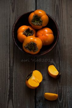 kaki fruit / persimmons by asri Fruit And Veg, Fruits And Vegetables, Fresh Fruit, Persimmon Fruit, Fruits Photos, Ginger Smoothie, Fall Fruits, Carrot And Ginger, Exotic Fruit