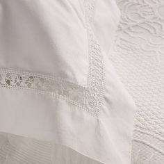 Beautiful pillowcase- Hermosa funda de almohadas