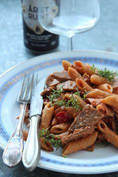 Ruokaisa, täyteläinen pekonilla ja kebabilla höystetty syksyn arkiruoka, jossa maistuu mukavasti chili ja savupaprika.
