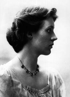 A través del sufrimiento se alcanza el conocimiento. Virginia Woolf