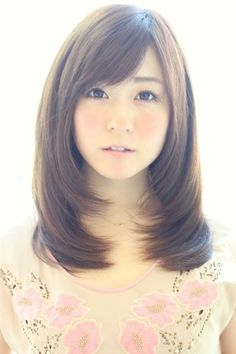 Asian Straight Layered Hair With Side Bangs Layered straigh...