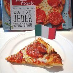 turquoise.l_o_v_e #Werbung @droetkeroesterreich Ich durfte die neue La Mia Grande von Dr. Oetker testen und bin sehr begeistert. Sollte man sie mal nicht ganz schaffen, schmeckt sie sogar aufgewärmt noch super 😋 . . . #oetkergram #trndlamiagrande #pizza #pizzatest #lamiagrande #salamipizza #lecker #leckerschmecker Pizza Salami, Pepperoni, Super, Pictures, Food, Advertising, Photos, Essen, Meals