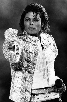 Michael Jackson - Cuteness in black and white ღ Jackson Life, Jackson Family, Janet Jackson, Hanne Haller, Michael Jackson Images, King Of Music, The Jacksons, Popular Culture, American Singers