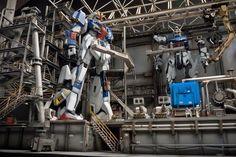 PG 1/60 Zeta Gundam + Strike Gundam - Assembly Plant Diorama Build     Images via fg-site.net