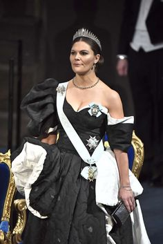 10 December 2019 - Swedish Royals attend Nobel Prize ceremony and banquet in Stockholm Princess Victoria Of Sweden, Princess Estelle, Crown Princess Victoria, Prix Nobel, Swedish Royalty, Queen Silvia, Royal Jewelry, Royal House, Royal Fashion