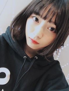 """ren-sensei: """"Nishino Nanase Mobame 17.11.15 切ってさっぱり みんな頭触ってくれる 特にまなつ 頭撫でられると嬉しい。わんこの気持ちが分かる。 まなつも ななとおんなじ20センチ切ってイメチェンしてた! Neatly cut Everyone pets my head Specially Manatsu I feel happy whenever my head is being stroked. I can now relate to what..."""