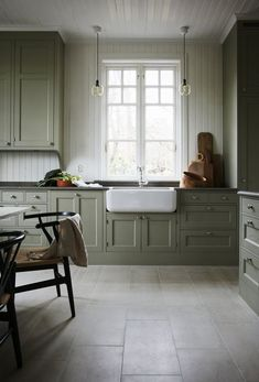 Farmhouse Kitchen Decor Ideas: Great Home Improvement Tips You Should Know! You need to have some knowledge of what to look for and expect from a home improvement job. Green Kitchen Cabinets, New Kitchen, Kitchen Decor, Kitchen Ideas, Kitchen Cabinets Without Toe Kick, Swedish Kitchen, Floors Kitchen, Kitchen Colors, Kitchen Island