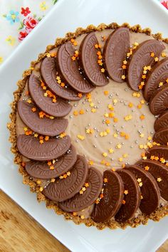 A DELICIOUS No-Bake Terry's Chocolate Orange Tart – a No-Bake Crust, and a No-Bake filling… heaven! Obviously I am obsessed with Terry's Chocolate Orange. Chocolate And Orange Tart, Chocolate Orange Cheesecake, Just Desserts, Delicious Desserts, Dessert Recipes, Cheesecake Recipes, Xmas Desserts, Tart Recipes, Pudding Recipes
