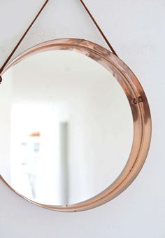 Copper mirror simple and beautiful - ANNALEENAS HOME / / home decor and inspiration Copper Mirror, Copper Frame, Mirror Mirror, Metal Mirror, Mirror Inspiration, Interior Inspiration, Decor Interior Design, Interior Decorating, Interior Modern
