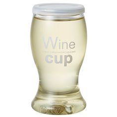 Wine cup (三井食品) イタリアのワインメーカー「デ アンジェリ社」の高度な独自技術による容器形態(HACCP国際基準認定、特許取得)と高い品質により、イタリア国内はもとよりヨーロッパ各国でも高い評価を受けているイタリア産格付IGPワインです。片手で持てる小容量のPET製カップを容器に採用し、ご自宅からアウトドアまで様々なシーンで手軽に本格イタリアワインをお楽しみ頂けます。
