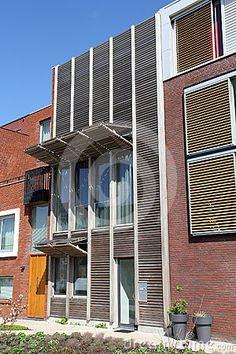 Modern Nederlands huis met houten blinden
