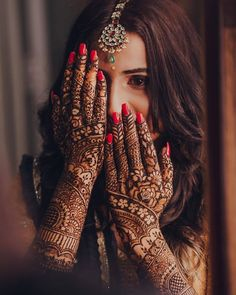 Check the most beautiful EID mehndi designs Simple and Easy designs covering all EID styles for hands, Arms and Foot. Mehendi Photography, Indian Wedding Couple Photography, Indian Wedding Bride, Indian Wedding Photos, Girl Photography Poses, Indian Bridal, Bridal Henna, Wedding Pictures, Wedding Ideas