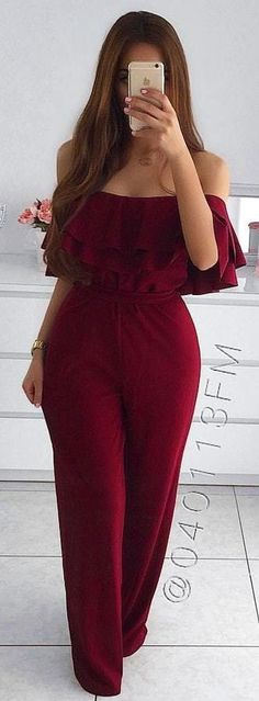 Jumpsuit Outfits are the perfect combination of casual & sophisitcation. Here are the best Jumpsuit outfits ideas for Summer 2019 for Women. Chic Summer Outfits, Cozy Winter Outfits, Classy Outfits, Chic Outfits, Summer Dresses, Fashionable Outfits, Off Shoulder Jumpsuit, Jumpsuit Outfit, Red Jumpsuit
