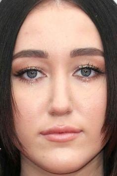 Close-up of Noah Cyrus at the 2016 American Music Awards.
