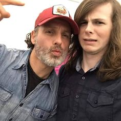 Andrew Lincoln and Chandler Riggs from The Walking Dead Walking Dead Funny, Carl The Walking Dead, The Walk Dead, Walking Dead Tv Show, Walking Dead Coral, Chandler Riggs, Andrew Lincoln, Rick Grimes, Judith Grimes