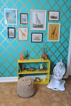 Love #giraffes (or any other animal)? Make a #GalleryWall out of different images in your #nursery.