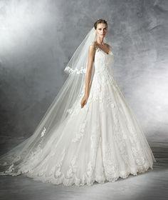 Pronovias 2016 | Vestido de noiva - Modelo Primadona em tule, com aplicação de renda e guipura