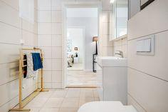 (4) Rødsåsen - Nytt og moderne enderekkehus med fantastisk beliggenhet i naturskjønne omgivelser nær Heggedal sentrum. Boligen er vesentlig oppgradert med tilvalg. | FINN.no Alcove, Bathtub, Real Estate, Bathroom, Home, Standing Bath, Bath Room, Bath Tub, Ad Home