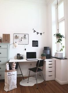 Cute Desk Decor Ideas for your dorm or office! #desk #decor #ideas #cute #chic #office
