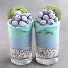 AQUA Smoothie Cups Smoothie layers topped with frozen blueberries & kiwis, chia pudding at the base Smoothie made with frozen bananas, butterfly pea powder and matcha. Best Smoothie, Smoothie Cup, Healthy Smoothies, Healthy Drinks, Smoothie Recipes, Healthy Recipes, Healthy Food, Fruit Recipes, Dessert Recipes