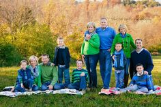 Family photos - fall colors, large group shoot *love the denim with the green Extended Family Pictures, Big Family Photos, Family Pictures What To Wear, Large Family Poses, Fall Family Pictures, Large Family Photo Shoot Ideas Group Poses, Family Picture Colors, Family Picture Poses, Family Picture Outfits