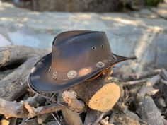 Cowhide Super Value Prices. The suede finish hats may be cleaned with a stiff brush or fine sand paper. Smooth leather may be periodically treated with leather dressing If the hat gets wet, first wipe it with a dry cloth. Aussie Hat, Leather Cowboy Hats, Stylish Hats, Black Smoke, Western Cowboy, Westerns, Band, Color, Style