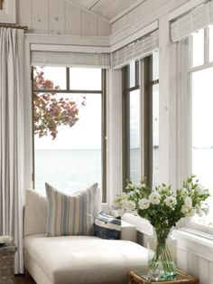 Designer Sarah Richardson relied on natural textures and colors to add warmth to her reading nook.