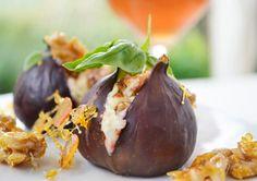 Gefüllte Feigen sind sehr geschmackvoll und bilden eine schöne Vorspeise sowie Nachspeise.