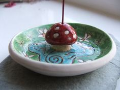 Ceramic Pottery Faery Toadstool Incense Holder by RowanSongCrafts Diy Incense Holder, Ceramic Incense Holder, Clay Art Projects, Ceramics Projects, Ceramic Pottery, Ceramic Art, Diy Jewelry Holder, Necklace Holder, Cute Clay