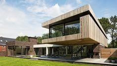 Impressionnante maison contemporaine hollandaise et son porte à faux en bois,  #construiretendance